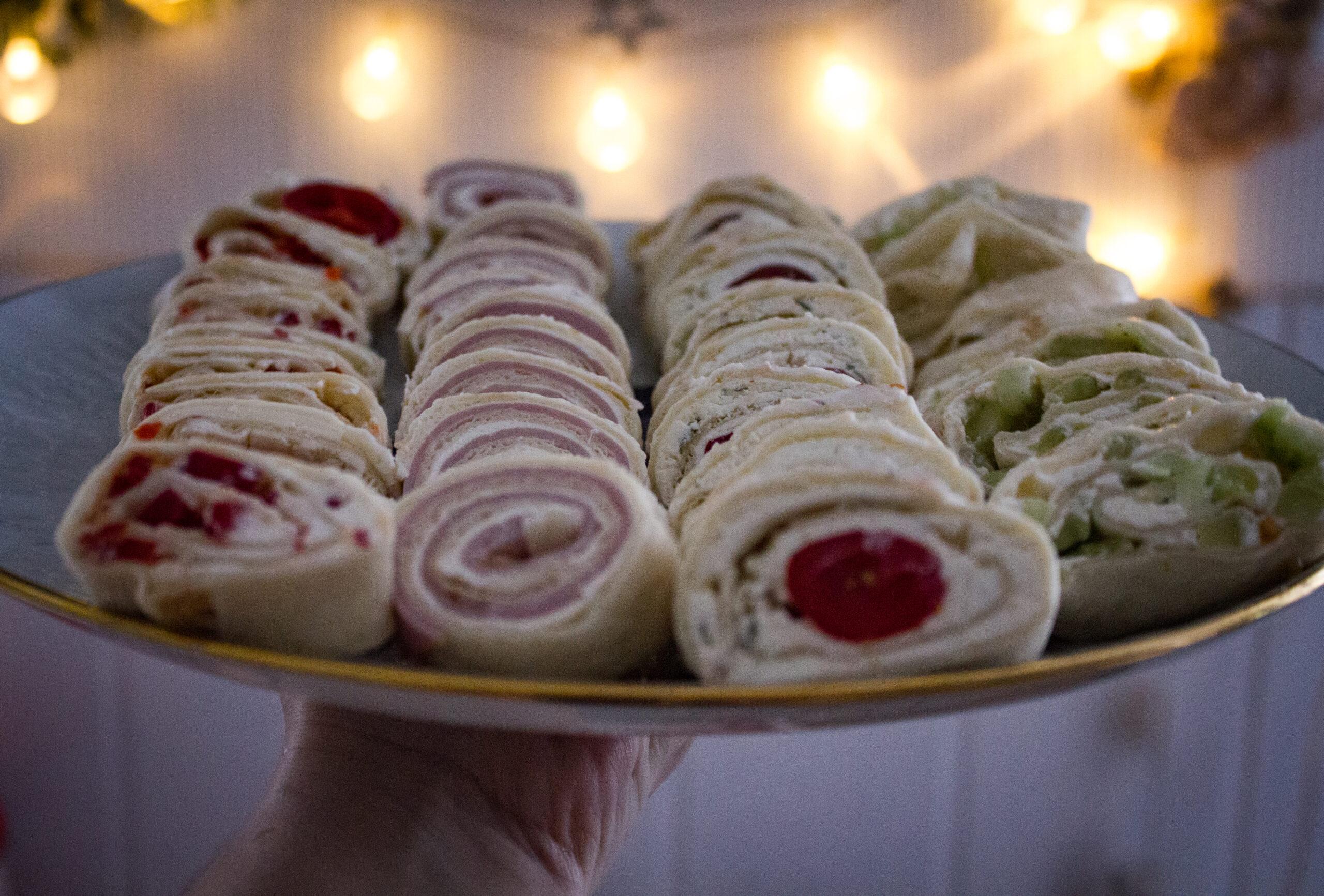 Przekąska na imprezę- roladki z tortilli.