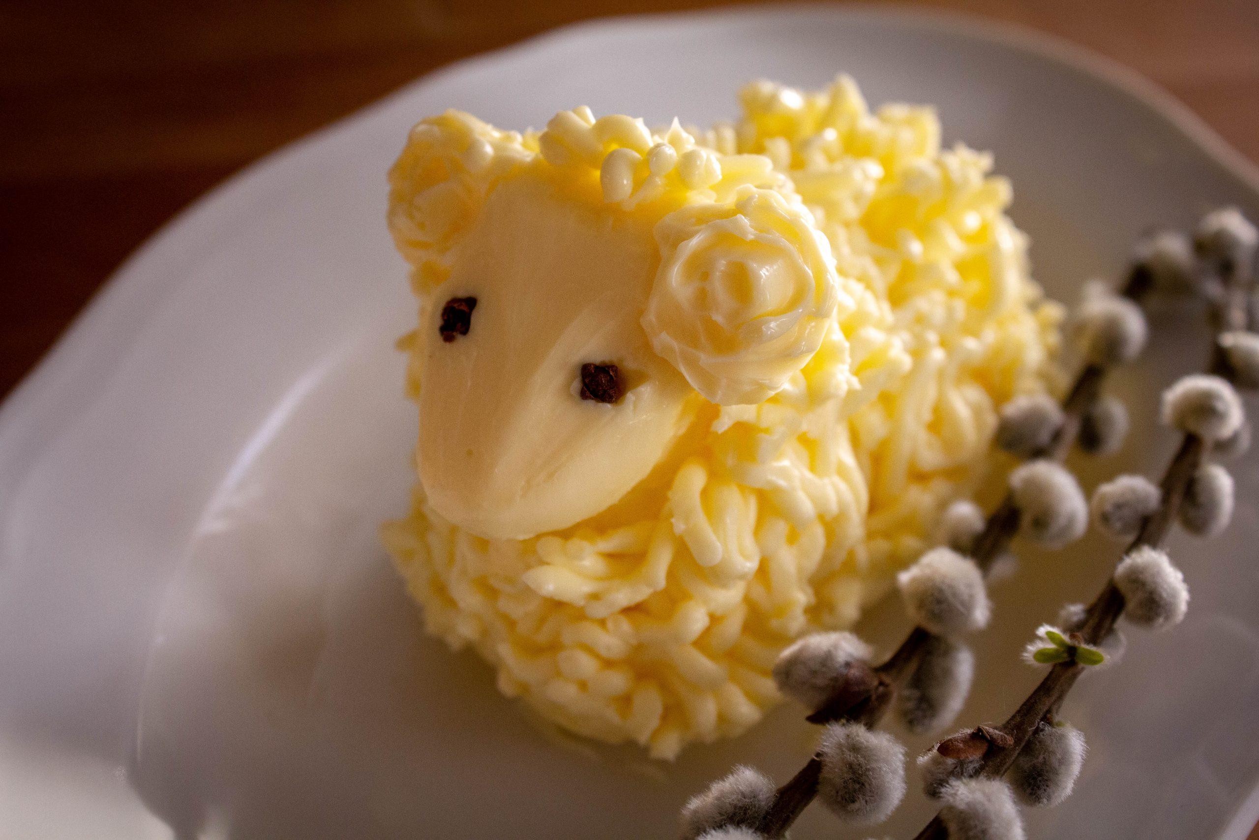 Wielkanocny baranek z masła.