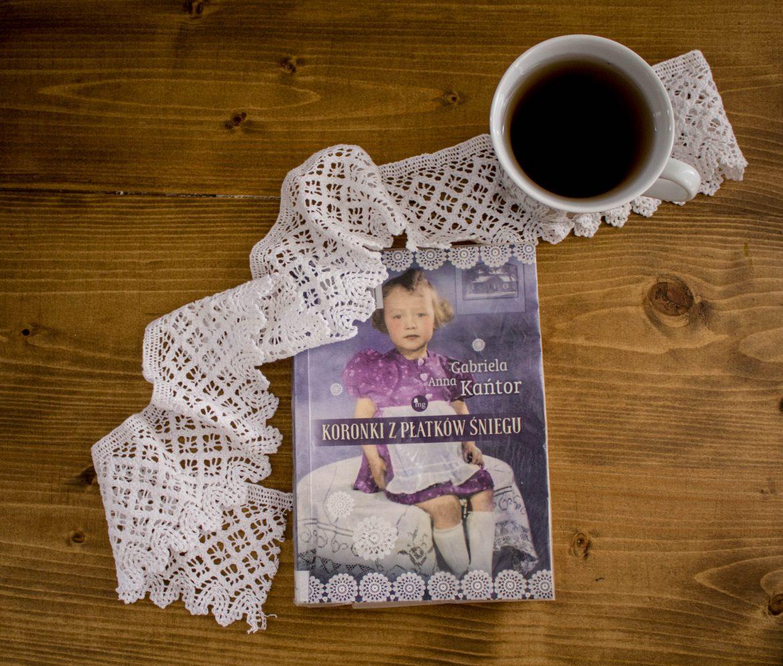 """Kącik czytelniczy #3 """"Koronki z płatków śniegu"""" Gabrieli Anny Kańtor."""